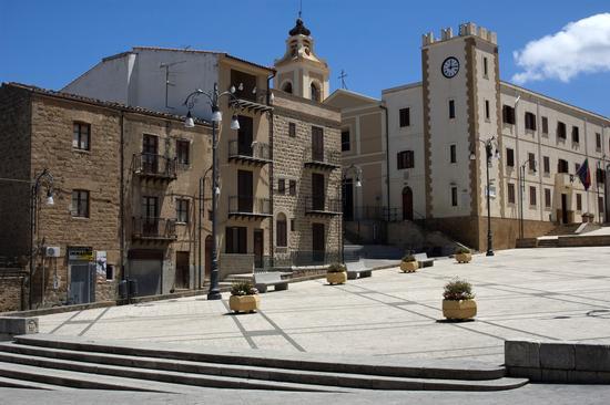 Piazza Grande - Montemaggiore belsito (2364 clic)