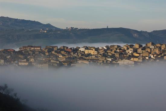 Nebbia avvolgente - Montedoro (4271 clic)