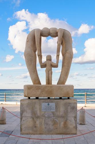 Monumento alla famiglia - Aspra (436 clic)