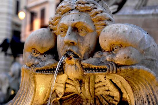 Fontana del Pantheon - ROMA - inserita il 01-Apr-11