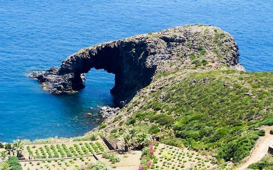 Arco  - Pantelleria (380 clic)