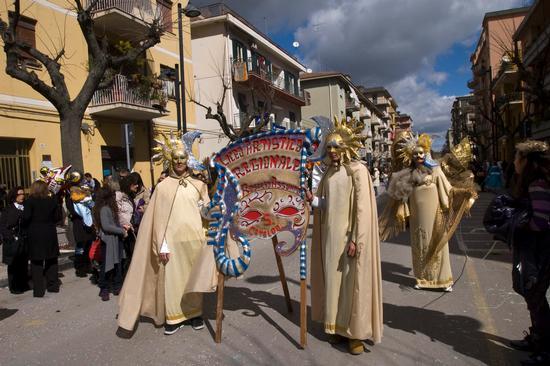 Le maschere dell'artistico istituto ASSUNTO - San cataldo (3070 clic)