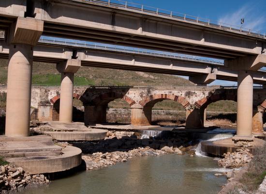 Ponte cinque archi - Santa caterina villarmosa (490 clic)