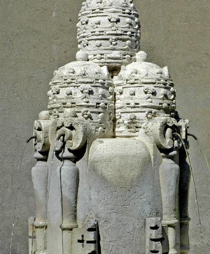 La fontanella con tre tiara - Città del vaticano (1692 clic)