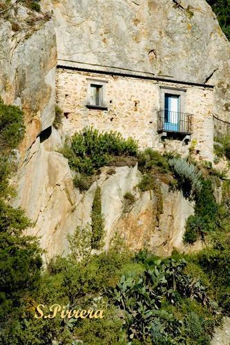 Abitazione troglodita - Nicosia (3746 clic)