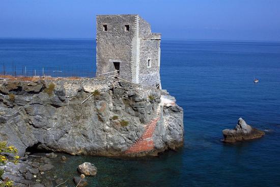 Torre delle ciavole - Piraino (5514 clic)