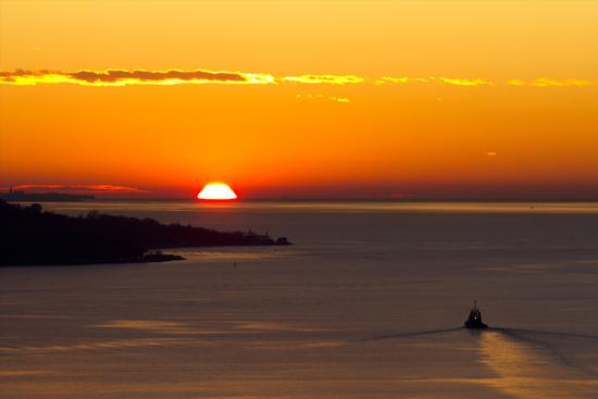 Tramonto con rimorchiatore - Trieste (2268 clic)