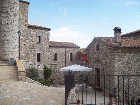 Il borgo Vicidomini - La corte - San marco dei cavoti (2171 clic)