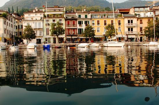 Dall'acqua - Salò (4681 clic)