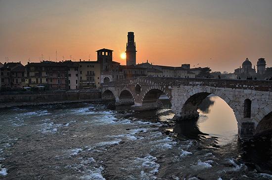 tramonto a ponte pietra - Verona (4132 clic)