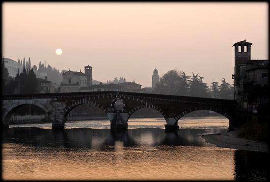 una mattina d'inverno a Ponte Pietra - Verona (6953 clic)