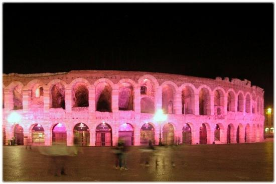 L' Arena in rosa - Verona (5368 clic)
