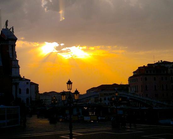 Venezia che si illumina (1843 clic)