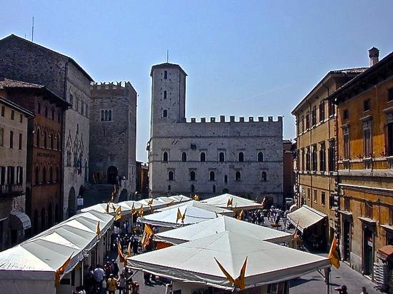 piazza di todi (466 clic)