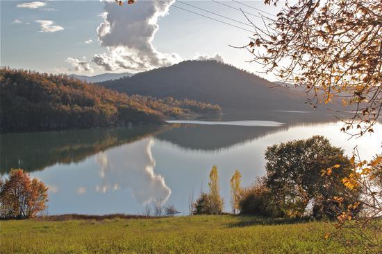sul lago dorato - Madonnuccia (3757 clic)