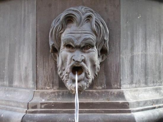 Fontana dei mascheroni - Popoli (4172 clic)