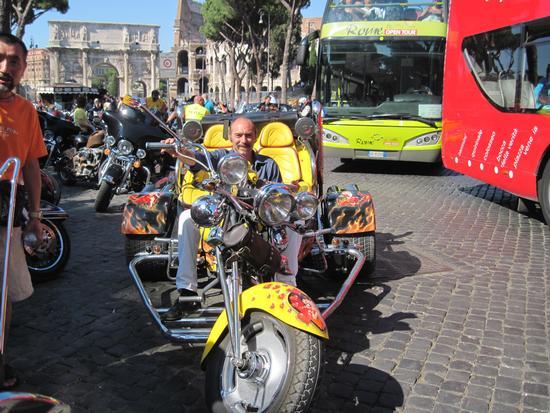 al raduno harley davidson del 9 luglio 2011 al colosseo - Roma (1738 clic)