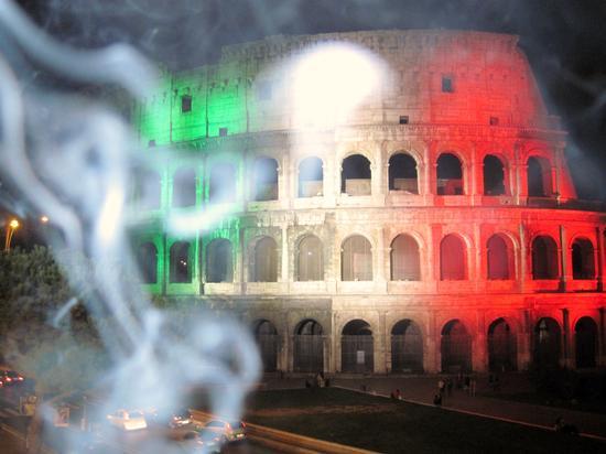 il Colosseo con effetto fumo - Roma (2964 clic)