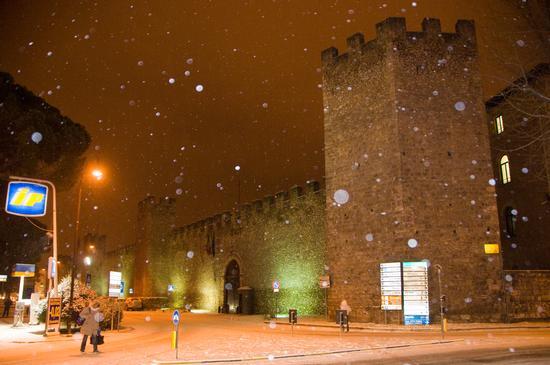 Mura Medioevali. Ingresso Caserma Verdiriosi. - RIETI - inserita il 20-Dec-10