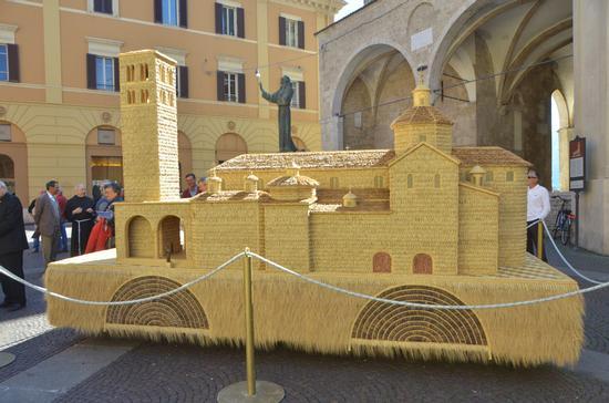 Cattedrale di Rieti in miniatura. (1249 clic)
