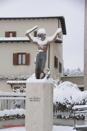 Rieti Giorno e Notte, La Città sotto la neve diventa presepe (1800 clic)