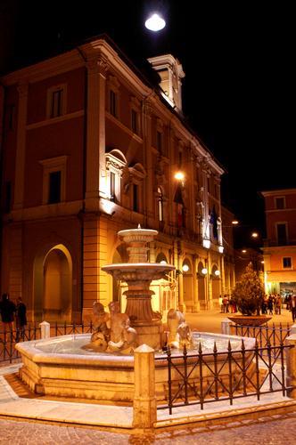 Fontana dei Delfini - Rieti (1646 clic)