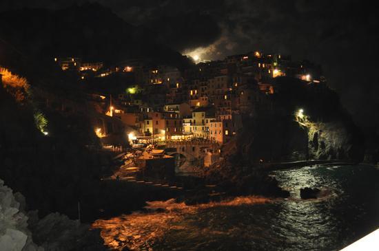 Manarola di notte !!!!! (2354 clic)