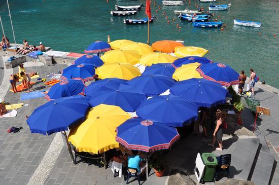 Ombrelloni !!!! - Vernazza (2343 clic)