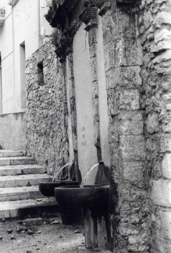 Fontana discesa Santuario Situata in Alcamo  (2909 clic)