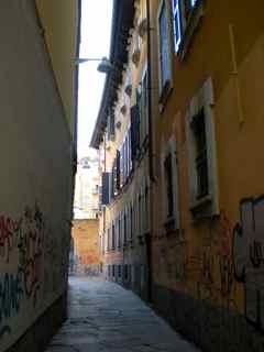 Via Bagnera  - MILANO - inserita il 21-Oct-09
