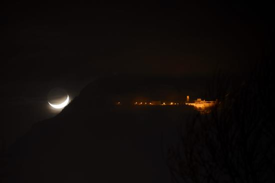 Il santuario e la luna - Mercogliano (757 clic)