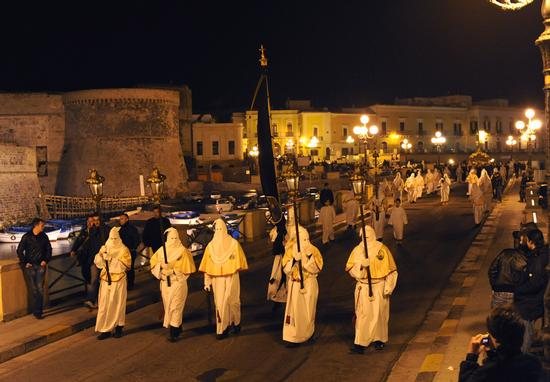 Processione dell'alba del Sabato Santo (Gallipoli  LE ) (3338 clic)