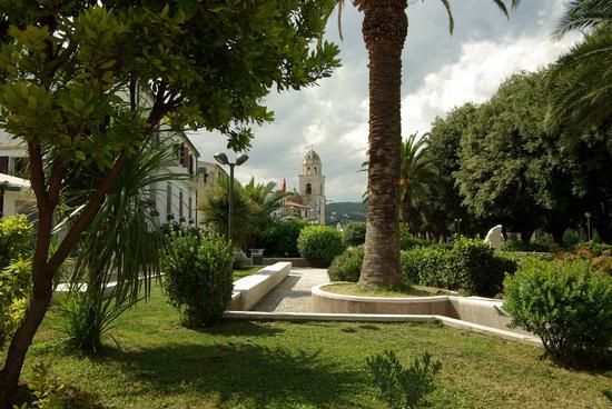 Chiesa Sirolo vista dalla Piazza (2271 clic)