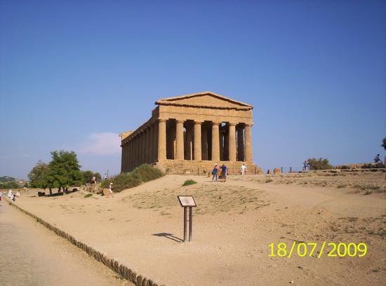Valle dei Templi - Tempio della Concordia (2750 clic)