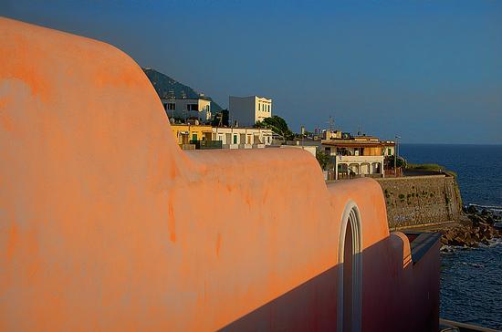 Tra case e mare - Forio (2386 clic)
