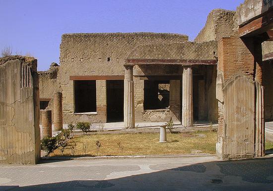 Domus e Peristilio - Pompei scavi (2180 clic)