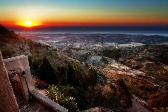 Alba nell vallata dello Stilaro - Pazzano (6235 clic)