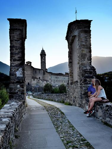 Innamorati sul Ponte Gobbo - Bobbio (855 clic)