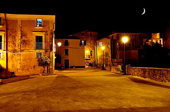 Piazza di Fiumefreddo Bruzio (859 clic)