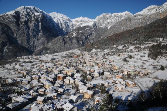 San Lorenzo in Banale dopo la nevicata (2288 clic)