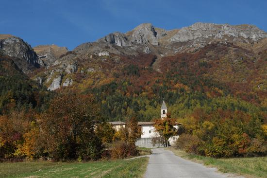 chiesa di seo frazione di stenico e il monte valandro (2722 clic)