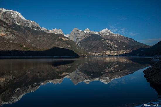riflessi al lago di Molveno (860 clic)