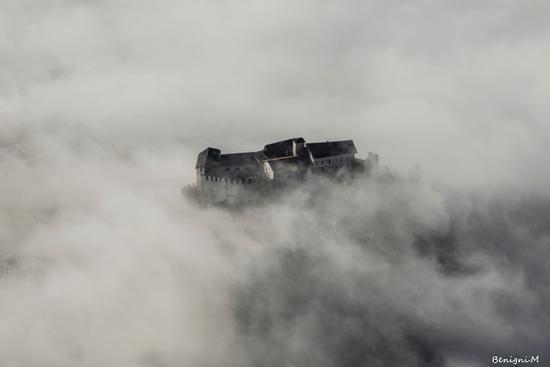 castel Stenico nella nebbia (940 clic)