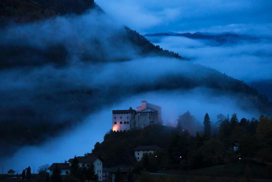 castello di Stenico al mattino presto (251 clic)