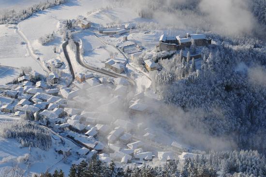 paese di stenico dopo la nevicata (3745 clic)