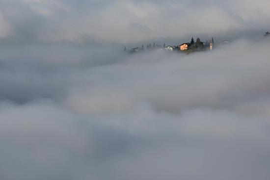 immerso nella nebbia - Stenico (818 clic)