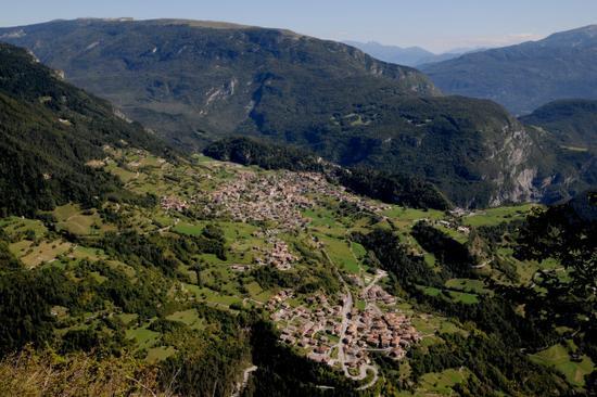 San Lorenzo e Dorsino visti dal monte Valandro - San lorenzo in banale (2698 clic)