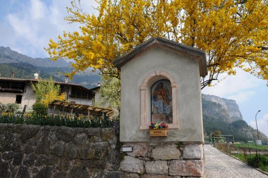 Capitello a Berghi - San lorenzo in banale (1753 clic)