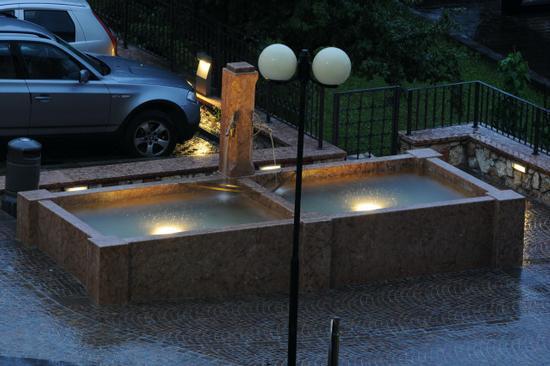 La nuova fontana della frazione Prato - San lorenzo in banale (1614 clic)