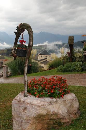 piccoli scorci del borgo - San lorenzo in banale (1973 clic)